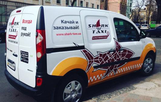 Брендування таксі, громадського транспорту